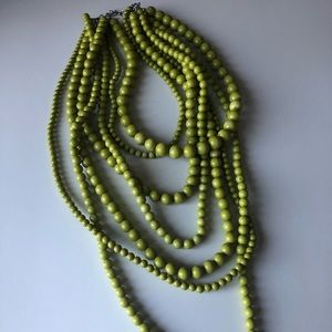 💚OLIVE GREEN LAYERED COSTUME PEARL NECKLACE 💚